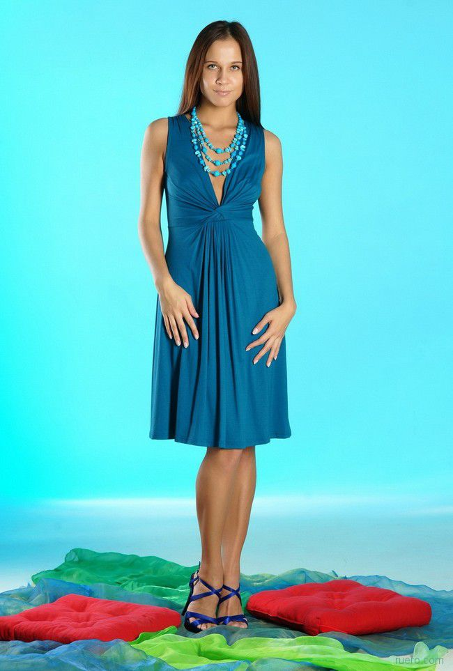 В платьице синем