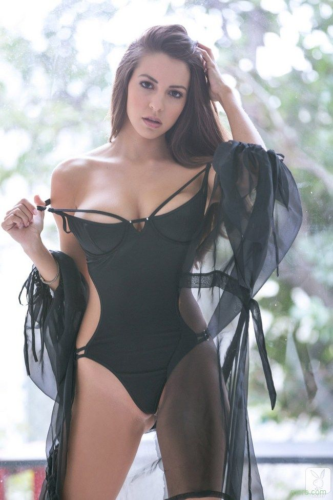 Shelby Chesnes : в черном