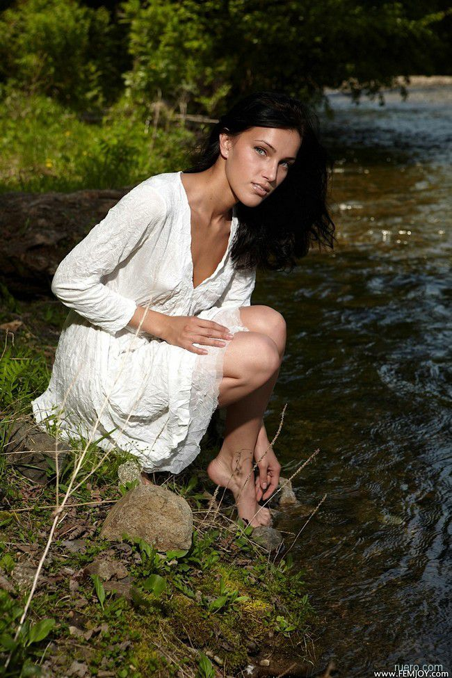 Megan E : мелководная река