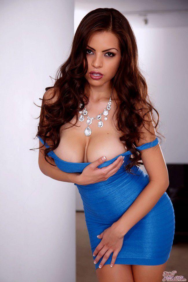 Yurizan Beltran : под платьем голубым