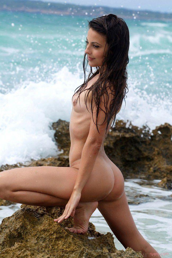 Lorena B : а волны о камни бились