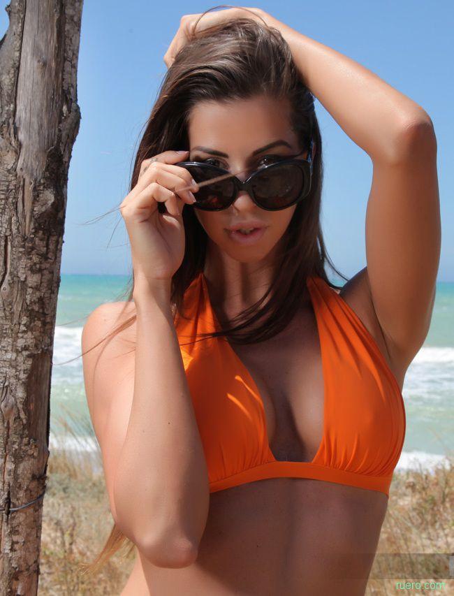 Laura : оранжевый бикини