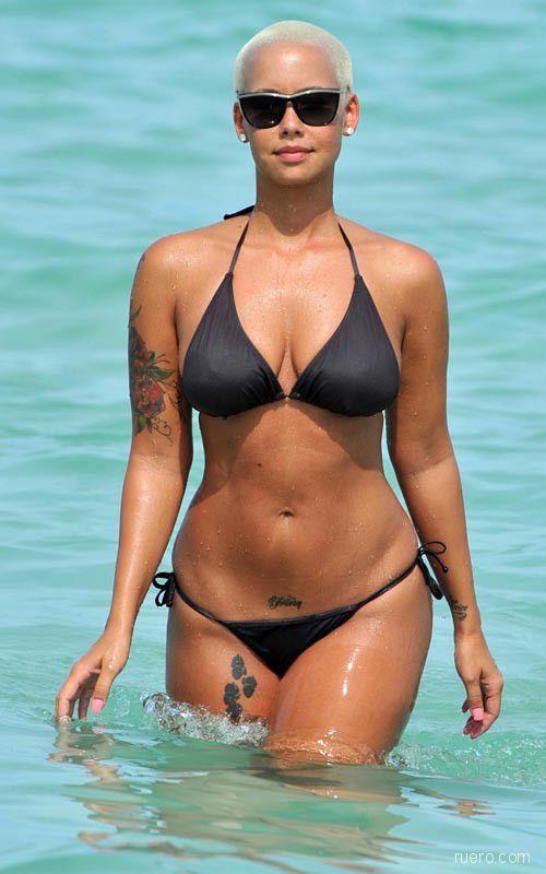 Amber Rose : на пляже в бикини