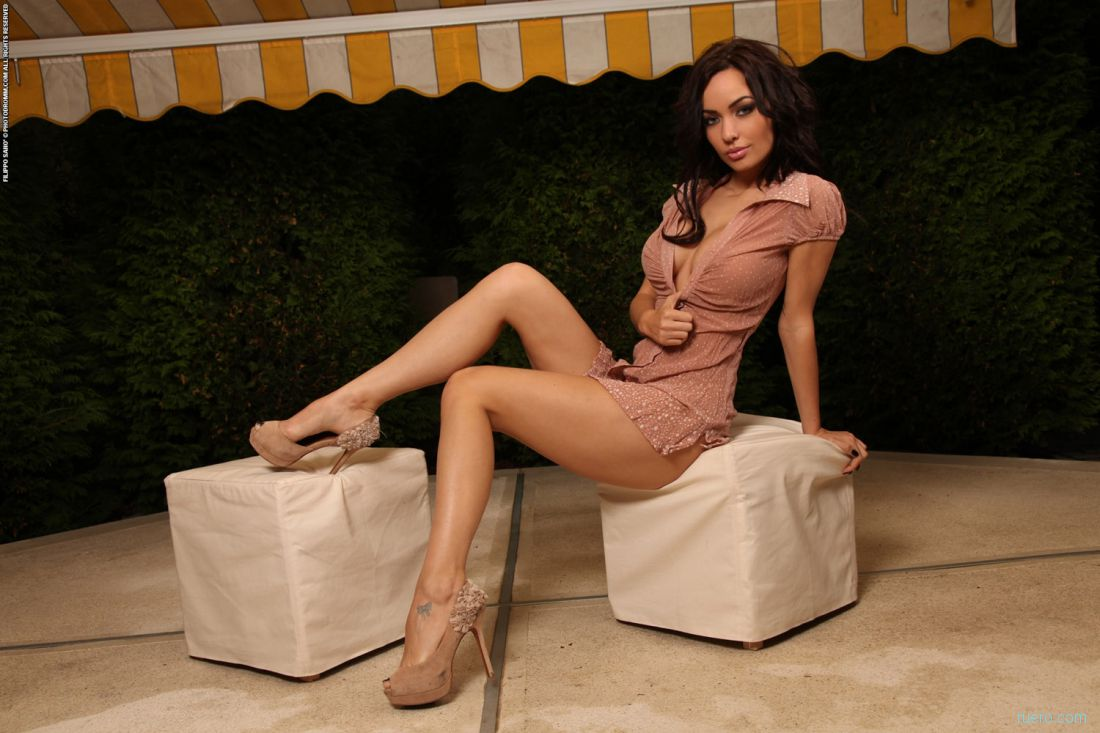 http://i.ruero.com/pic/040413/Adrienne/image_3.jpg