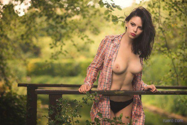 Красивые девушки голые в рубашке фото 65766 фотография