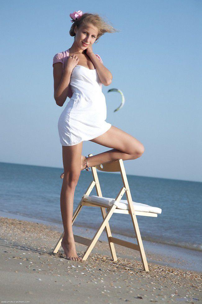 Erika F : пляжная молодость