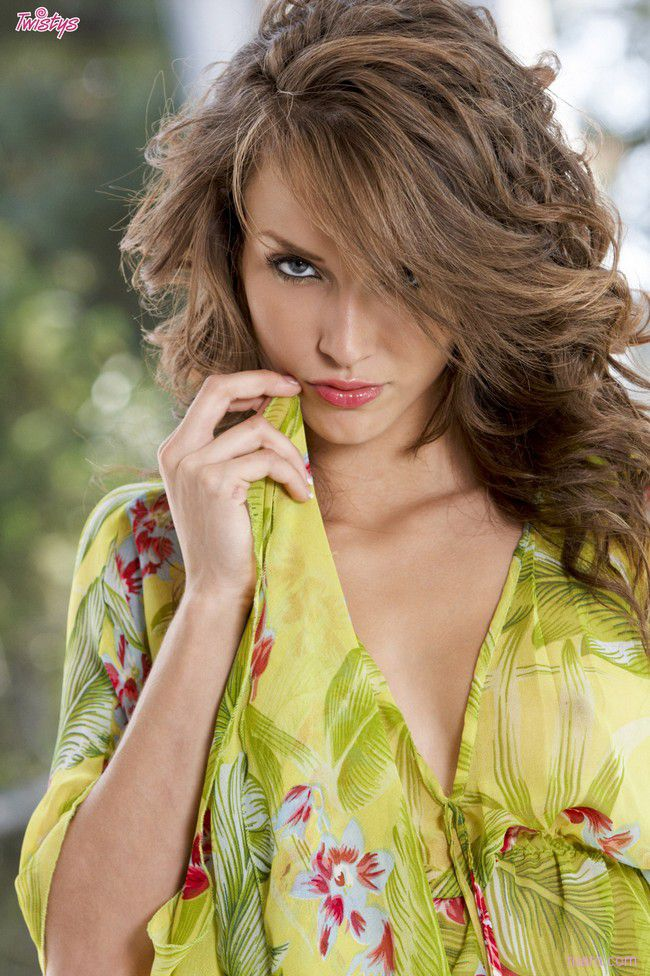 Malena Morgan : летняя легкость