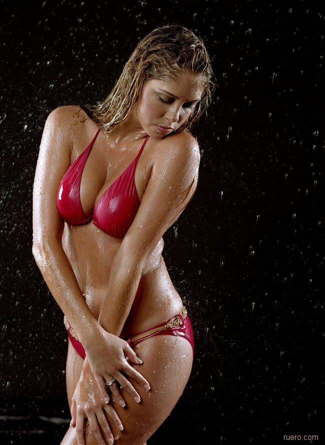 Samantha Cole : знойное купальное