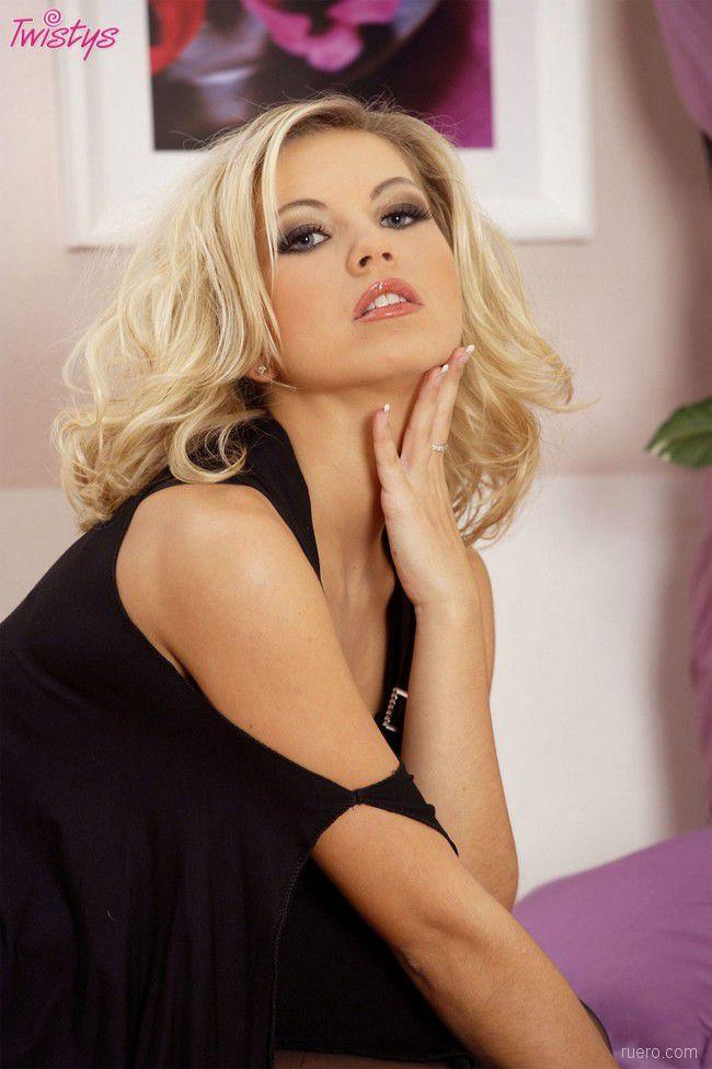 Jenni Gregg : томность крашенной блондинки