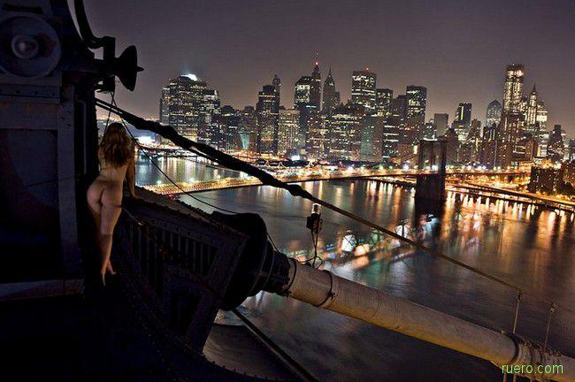 Вход в ночную гавань