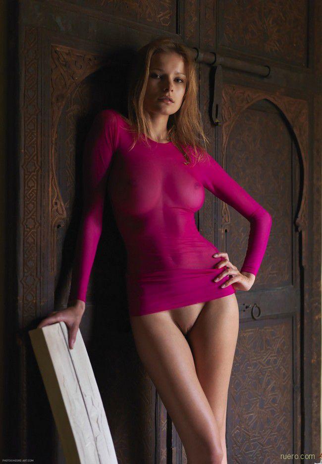 голая в платье порно фото