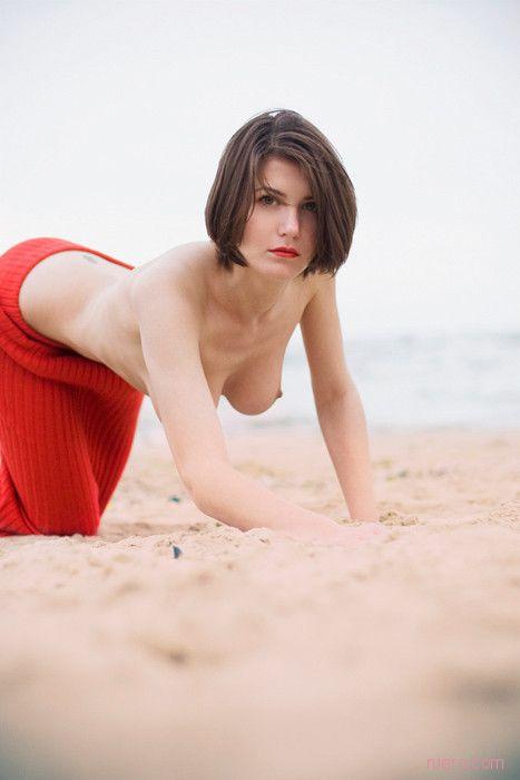Красные пятна пляжа