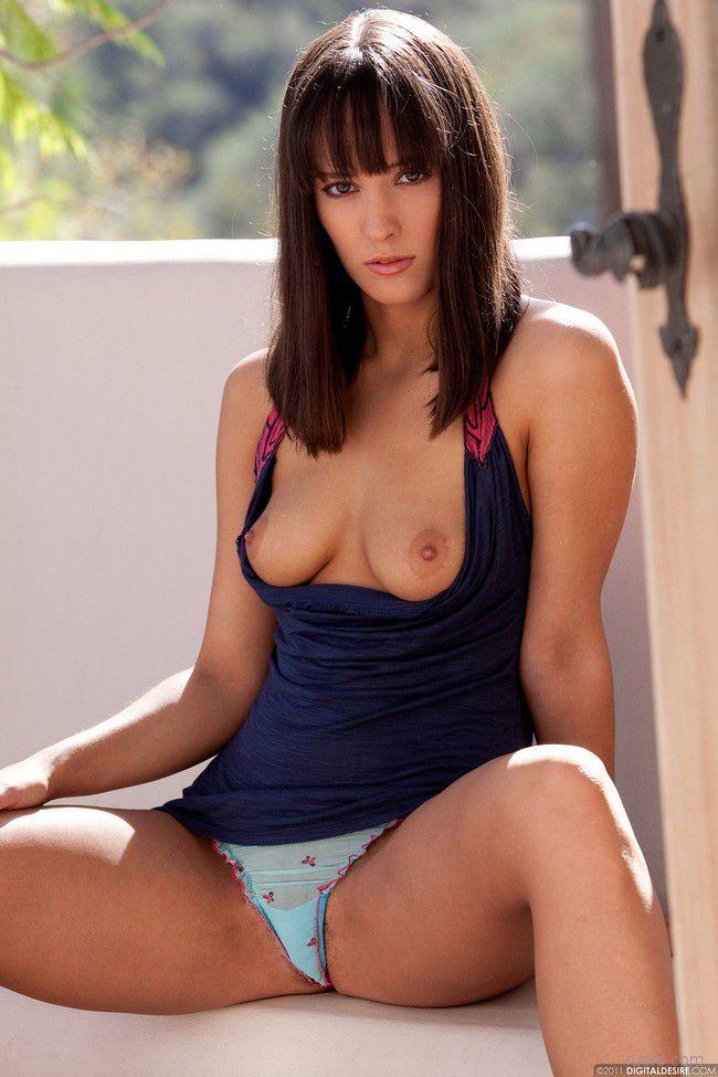 Nadia : молодая и скромная