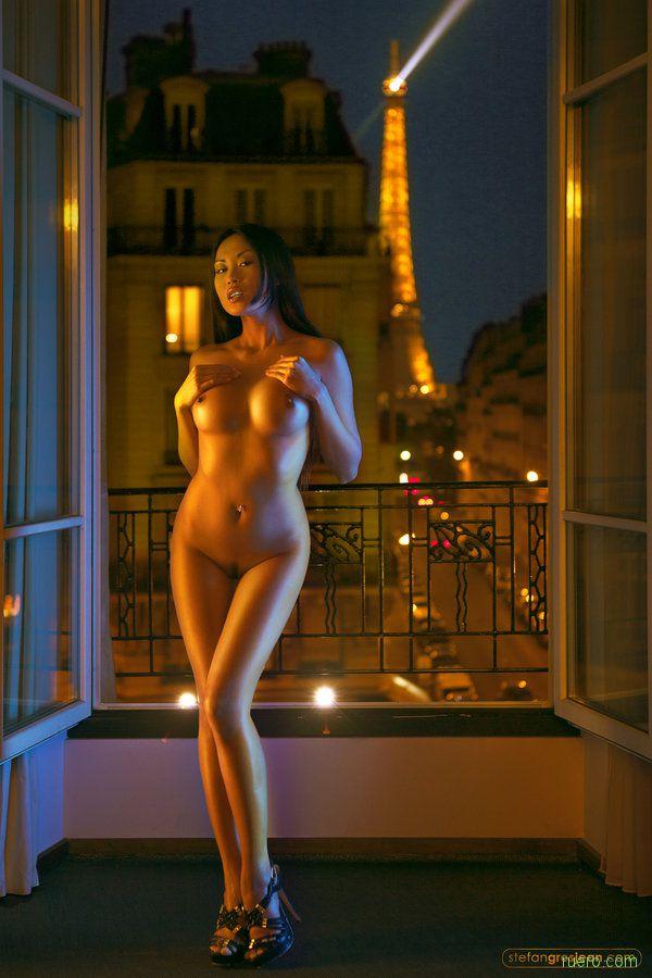 За плечами - Париж