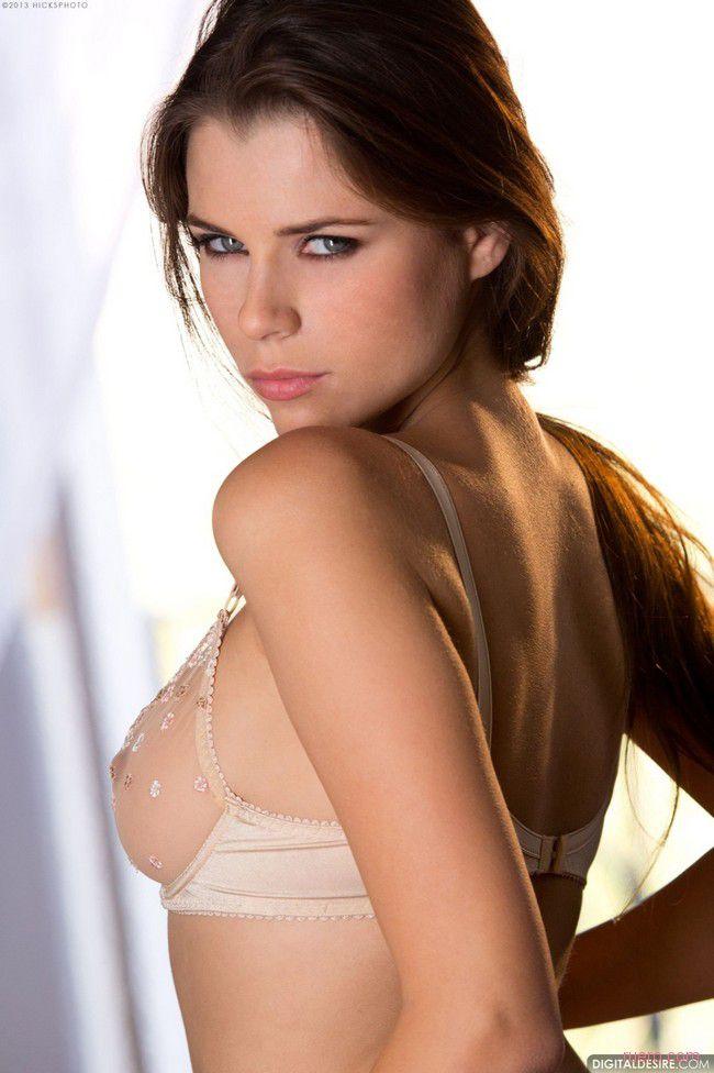 Valeria : жар серых глаз