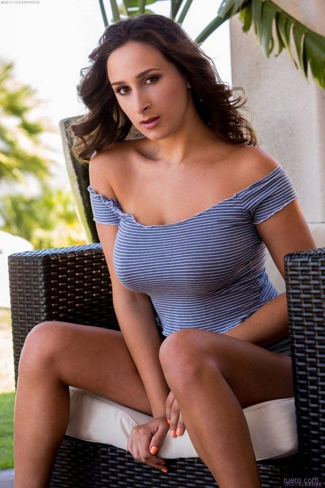 Ashley Adams : в полоску