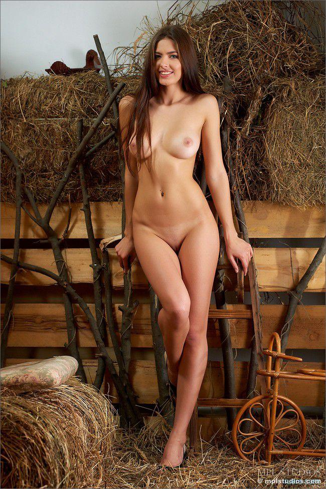 http://i.ruero.com/pic/130712/arianna/image_7.jpg