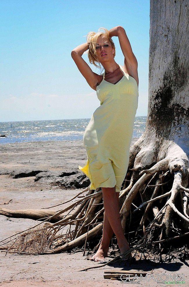 Adriana : на знойном пляже