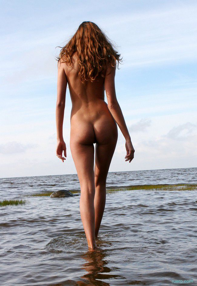 По надводной глади