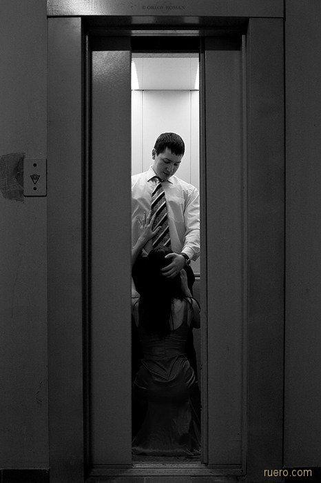 В сломанном лифте