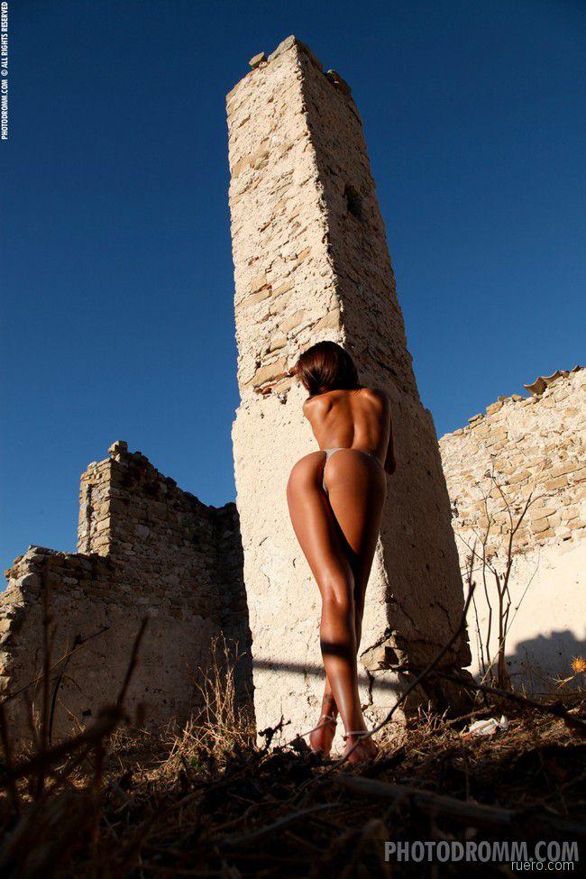 Ela : солнце на руинах