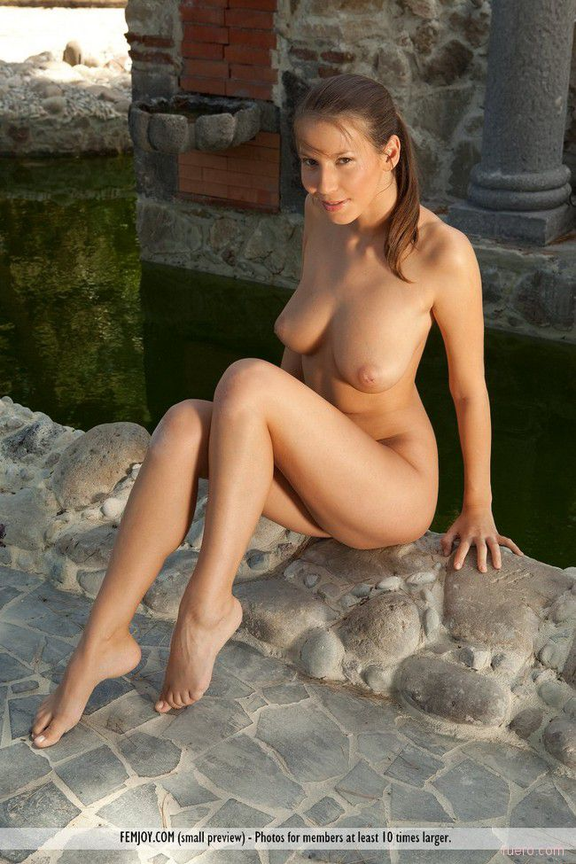 http://i.ruero.com/pic/160212/Lizzie/image_8.jpg