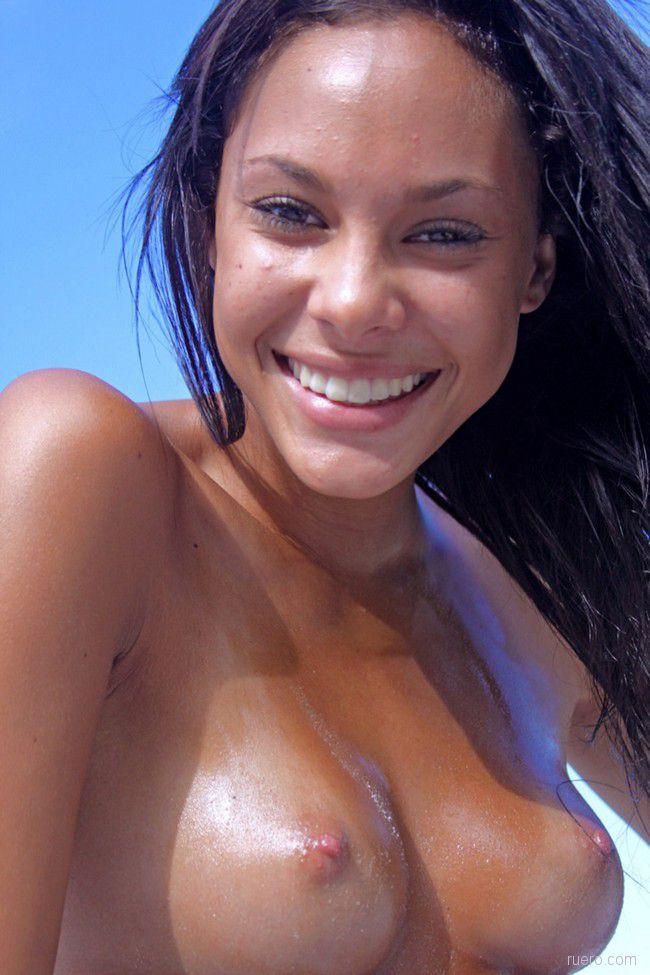 Danica A : улыбчивая экзотика