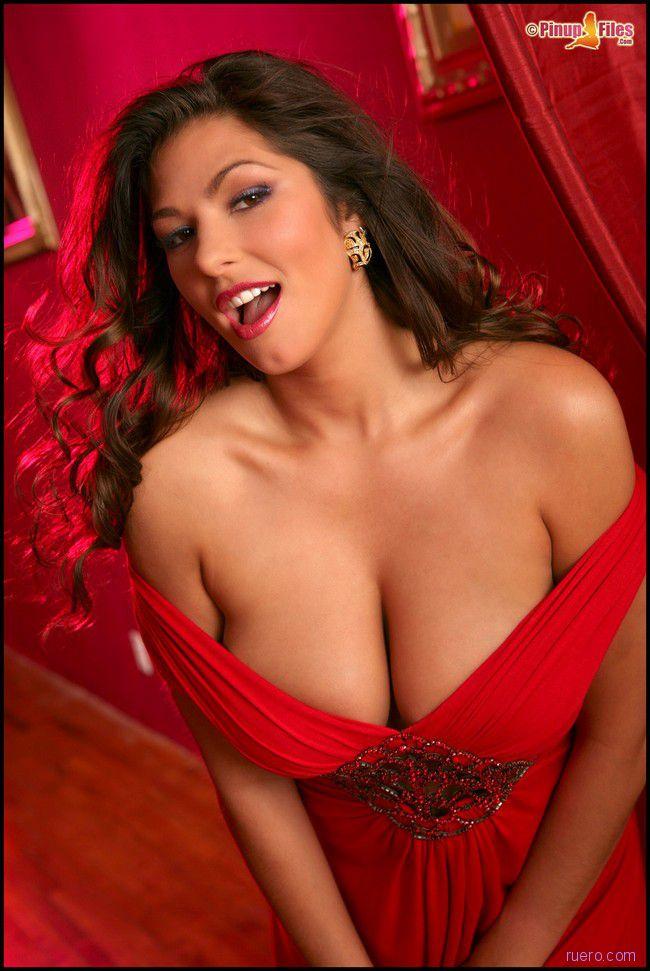 Amber Campisi: женщина в красном