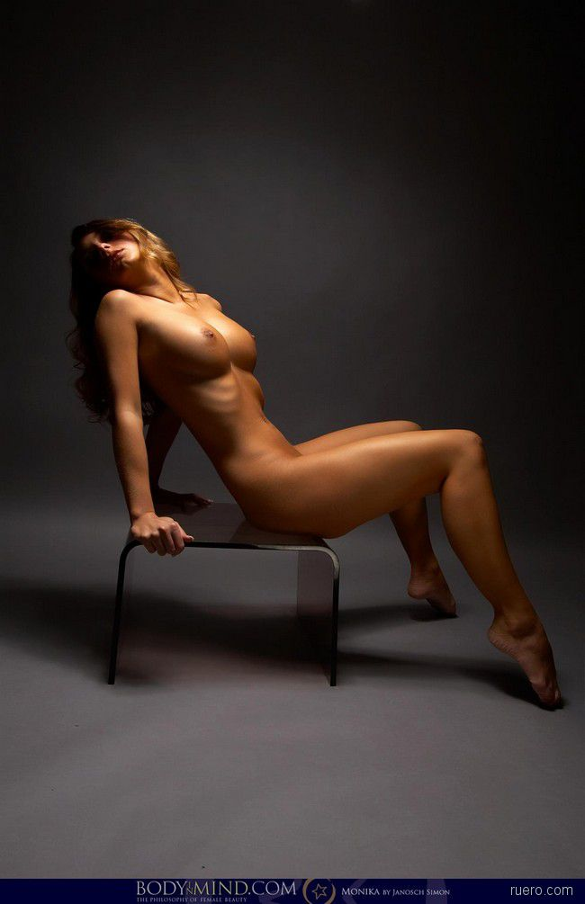 http://i.ruero.com/pic/170812/Monika/image_0.jpg