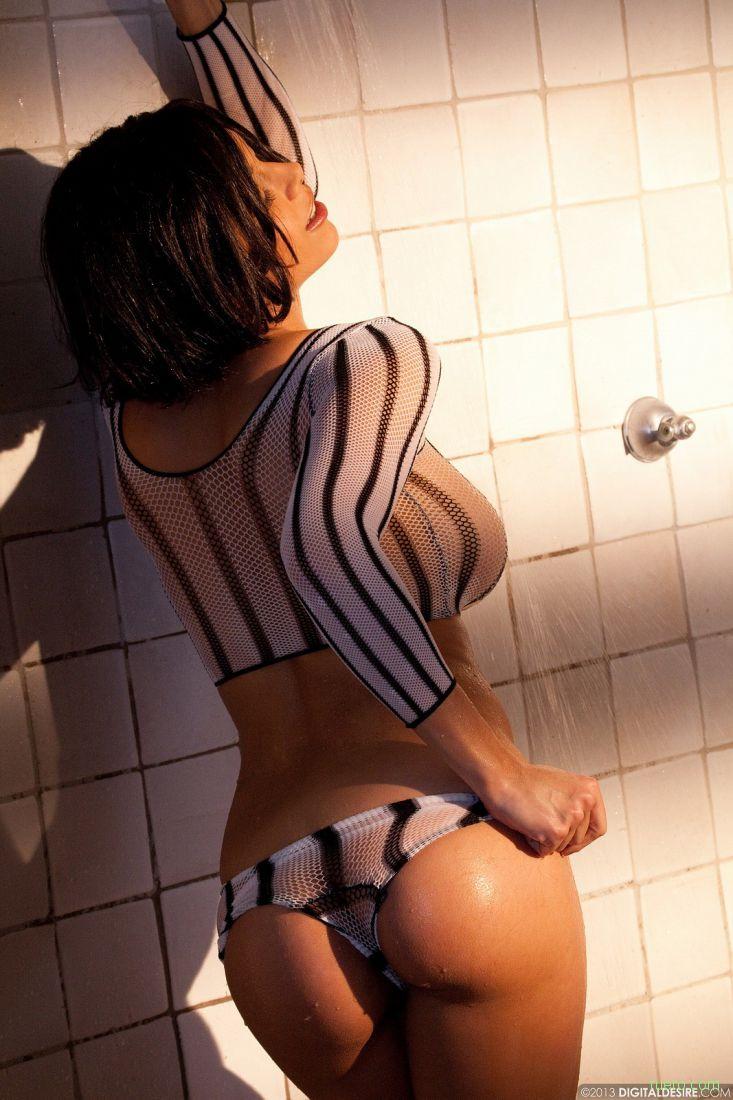 Julia Luba : душ в полоску