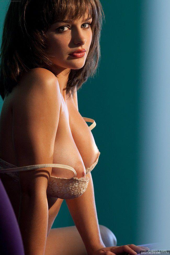 Hailee Rain : откровения сероглазой брюнетки
