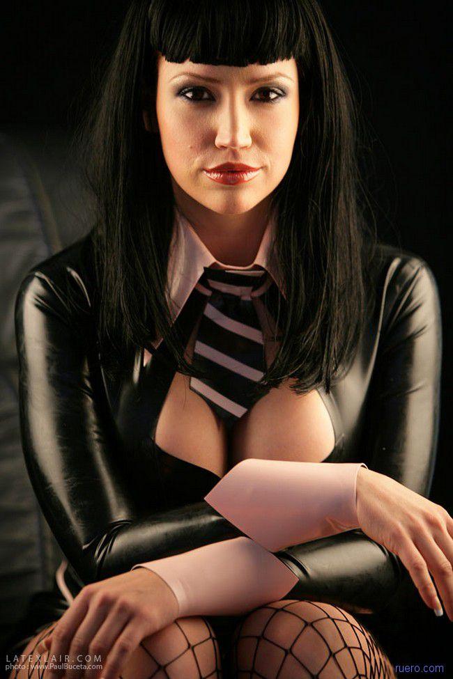 Bianca Beauchamp : черный стиль