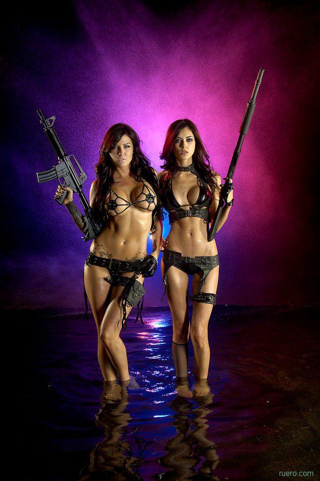 Голые девушки с оружием action