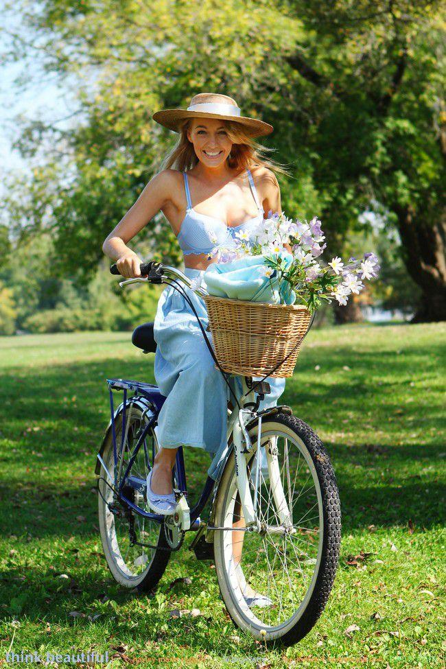 Hayley Marie : велосипедное приключение