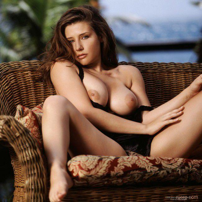 В плетенной мебели