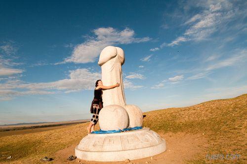 Монумент женскому счастью