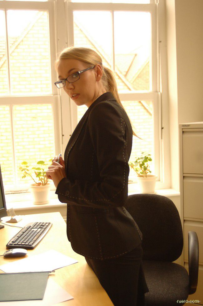 Hayley Marie : секретарские будни