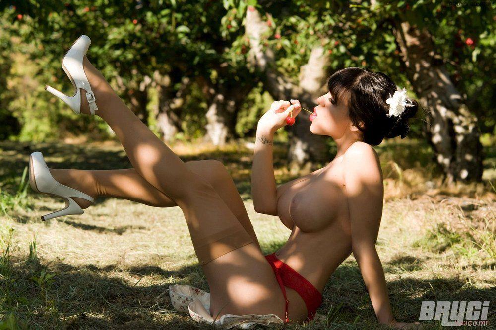 Bryci : садовый пин-ап