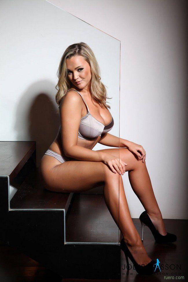 Jodie Gasson : пышная блонди