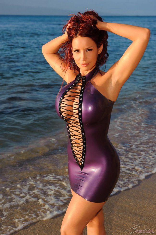 Bianca Beauchamp : пляжный латекс