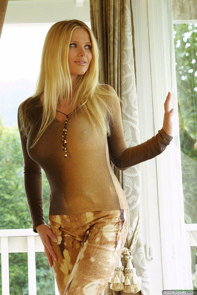 Victoria Zdrok : комнатная блондинка