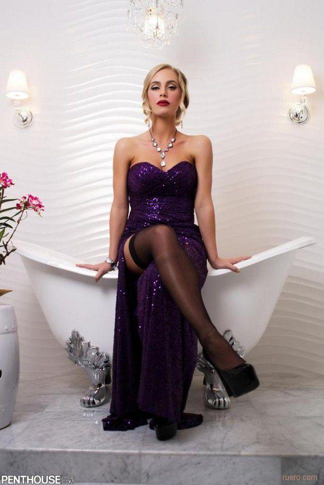 Nicole Aniston : перед принятием ванны