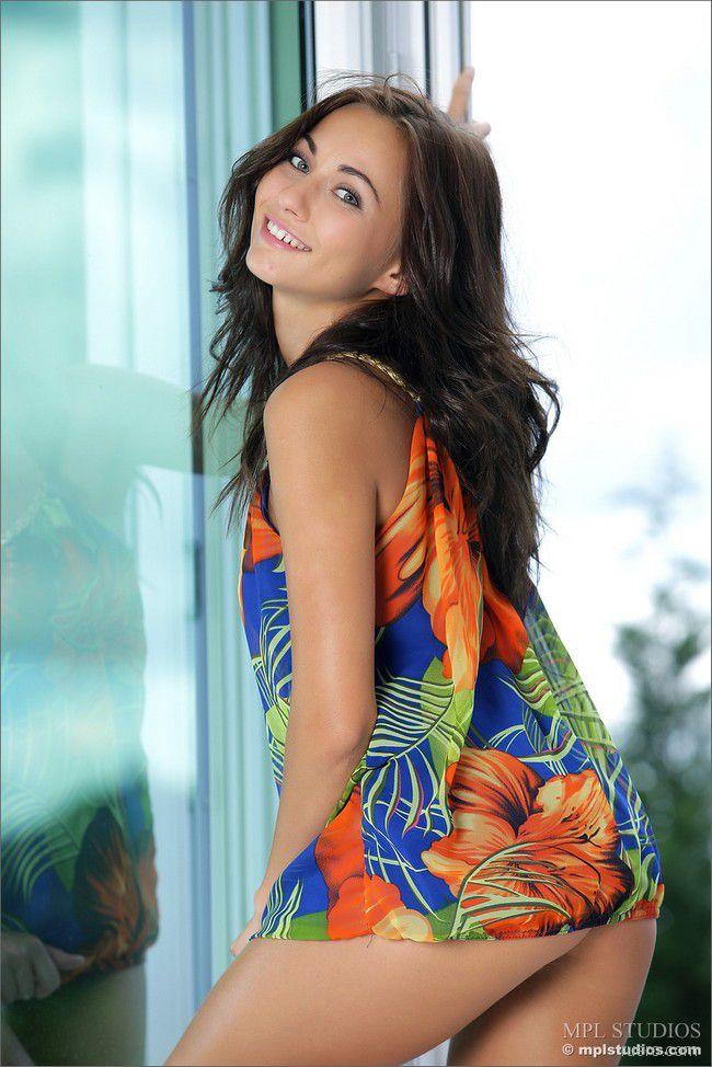 Kalena A : яркое платье