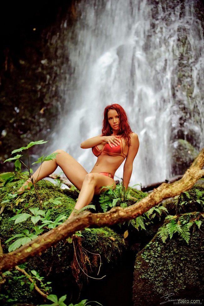 Bianca Beauchamp : под шум водопада