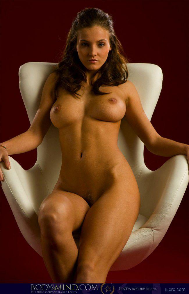 linda : в белом кресле