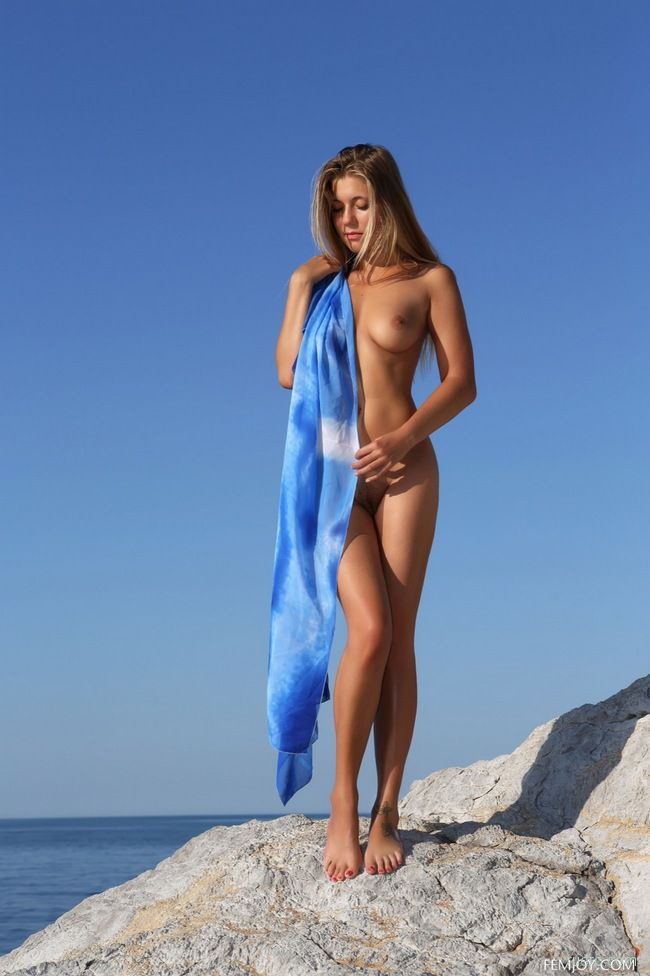 April E : синева