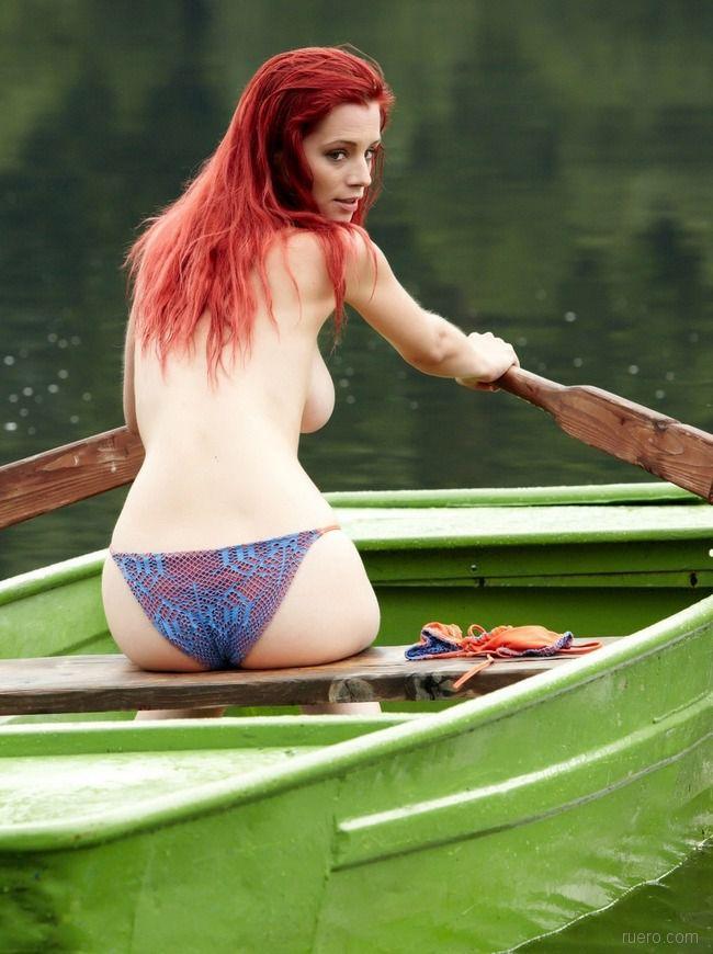 Ariel Stone : плыла, качалась лодочка