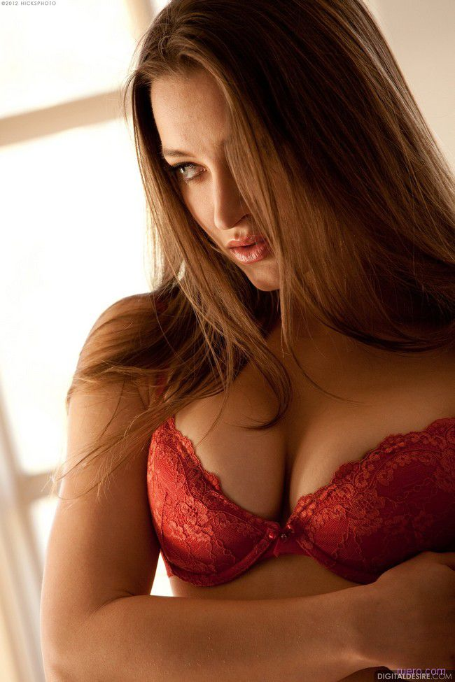 Dani Daniels : дама в красном