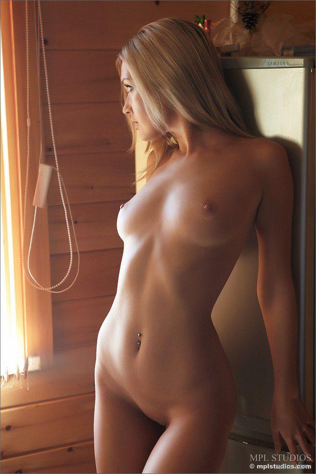 http://i.ruero.com/pic/270511/monika/image_7.jpg
