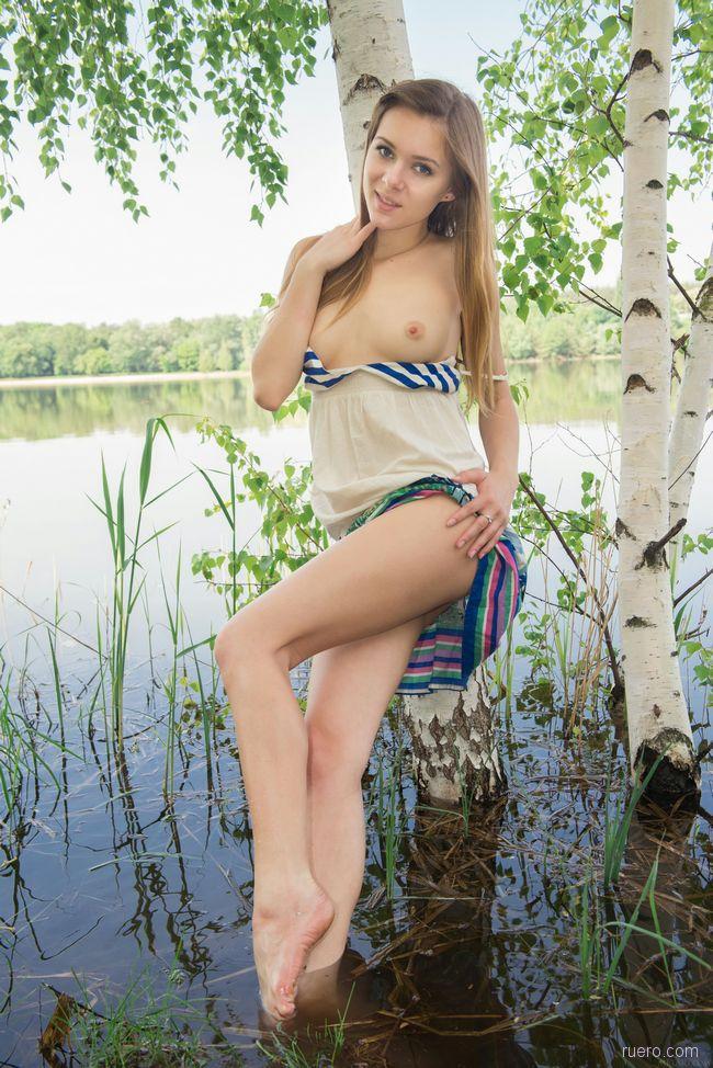 Katie A : росла березка у реки